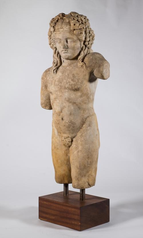 Baco menino romano, datado do séc. I a .C. ao séc. I d.C. Mármore, 60 cm. Foto F.Zago-StudioZ. Coleção Fernando Cacciatore de Garcia.