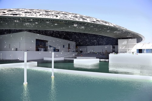 louvre_abu_dhabi_surrounded_with_water_1